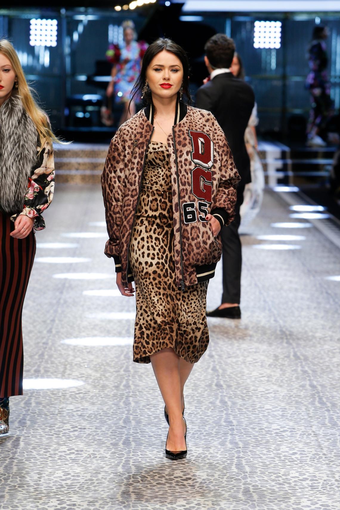 dolce-and-gabbana-fall-winter-2017-18-women-fashion-show-runway-62