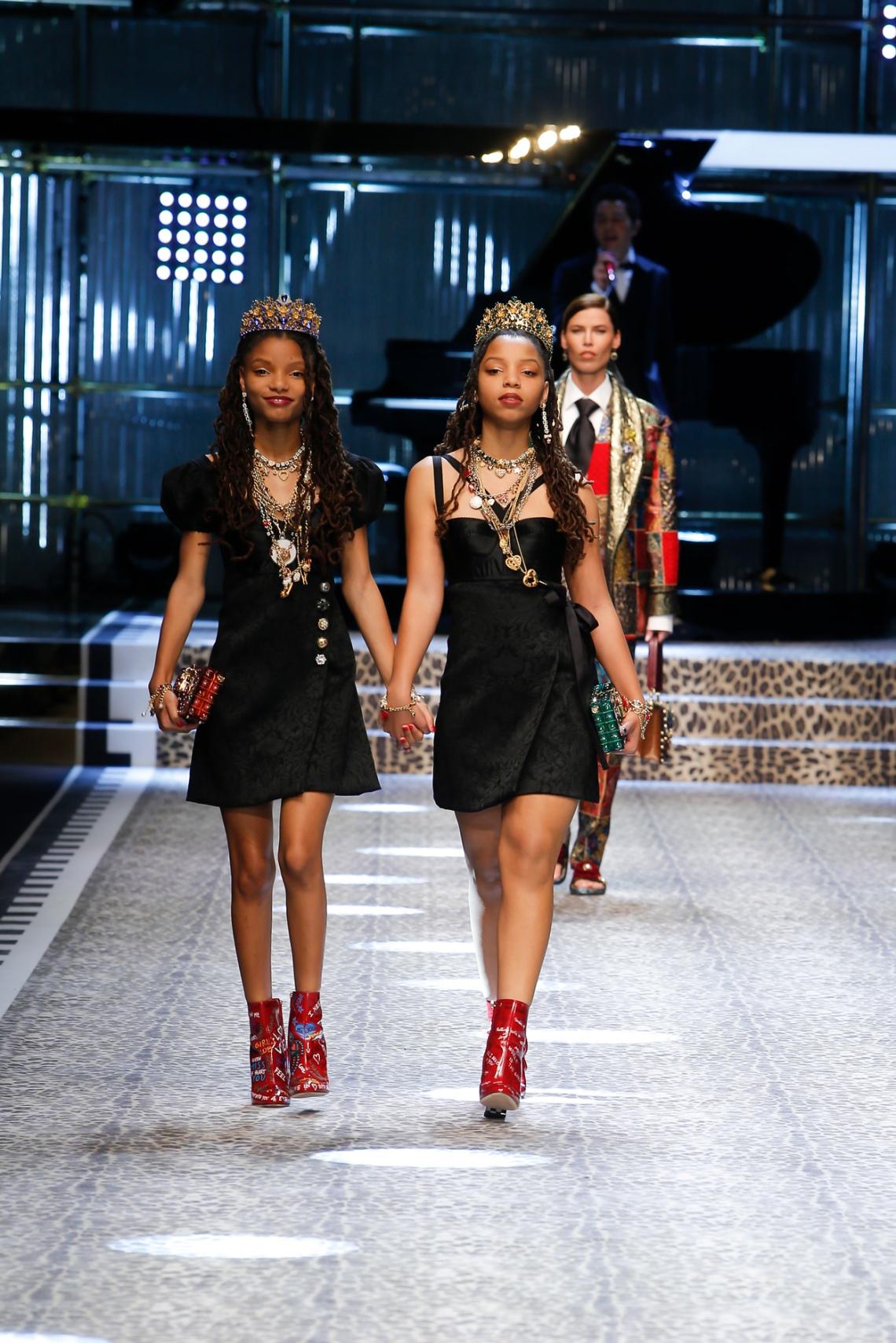 dolce-and-gabbana-fall-winter-2017-18-women-fashion-show-runway-74